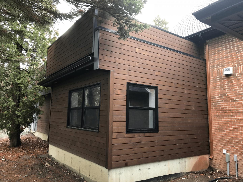 Rénovation d'une propriété avec façade de bois