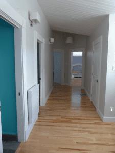 Rénovation résidentielle intérieure vue du corridor