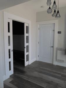Rénovation résidentielle intérieure vue de l'entrée