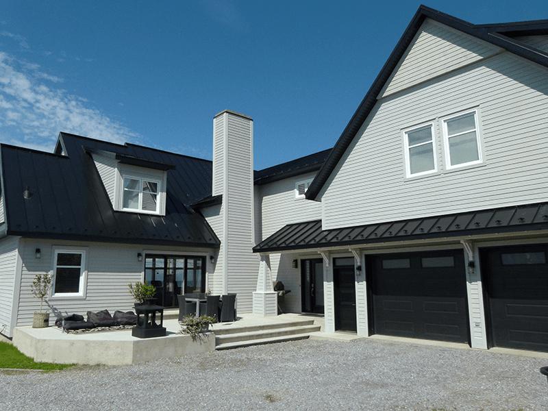 Rénovation résidentielle d'une maison avec garage